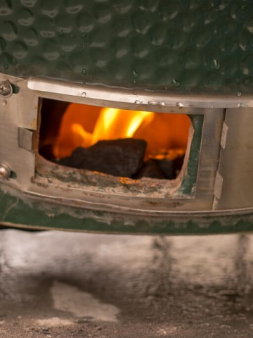Lighting a Fire in the Bottom Vent of the Big Green Egg