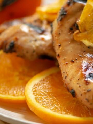 Honey Orange Chicken on a Bed of Freshly Sliced Oranges