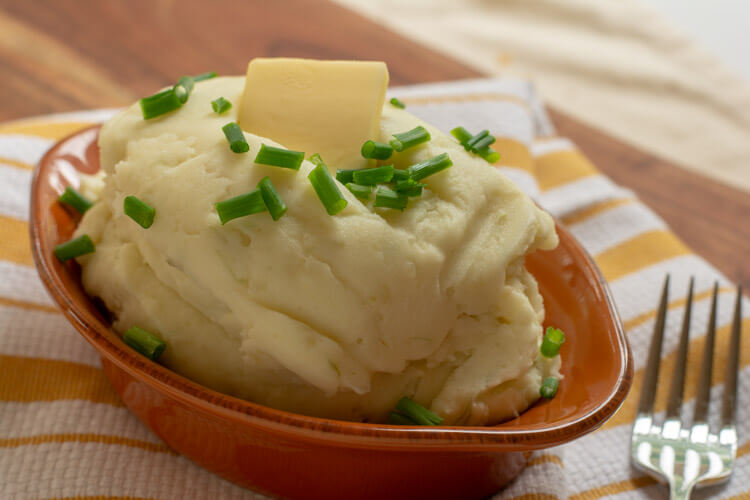 Roasted Garlic Mashed Potatoes with Cream Cheese and Chives