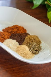 how to make homemade taco seasoning - here are the spices that are used