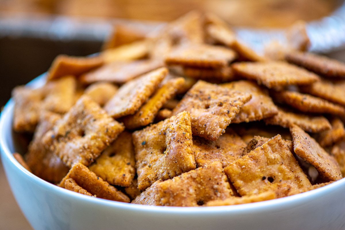 bowl of seasoned and smoked cheez its.